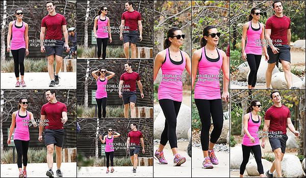 . 24/01/14 : Lea allant faire une petite randonnée avec Jonathan Groff à Los Angeles. Lea a l'air de bonne humeur et heureuse. Ça fait du bien de la voir avec le sourire! .
