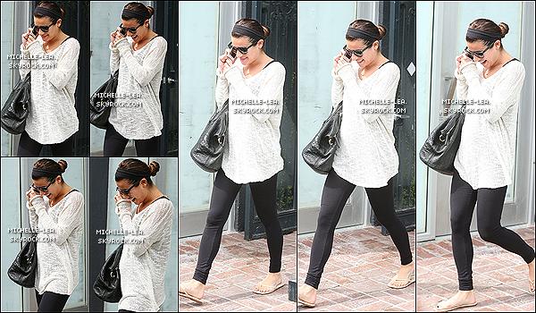 . 07/03/14 : Lea a été photographiée sortant de l'institut Kate Somerville Spa à  West Hollywood . Lea est de retour à  Los Angeles pour continuer la promo de Louder. Tenue décontract' ! Ton avis ? .