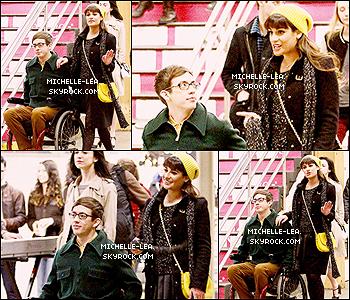 . 15/03/14 :  Lea Michele a été aperçu sur le tournage de Glee dans le métro New-Yorkais.  Lea était accompagnée de Kevin McHale ( as Artie Abrams ). J'aime bon bonnet ! Ton avis ? .