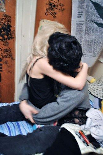 On ne m'a jamais avertie qu'avec l'amour, venait les larmes.