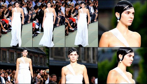 ,  24 juin 2016 : Kendall Jenner est à Paris depuis jeudi, elle a été vue dans les rues de la capitale dans une longue robe nude.-'[Flop... Plus tard, la miss défilait pour la collection été/automne 2017 de la marque Givenchy. La robe est jolie par contre je ne suis pas très fan de la coiffure...  ,