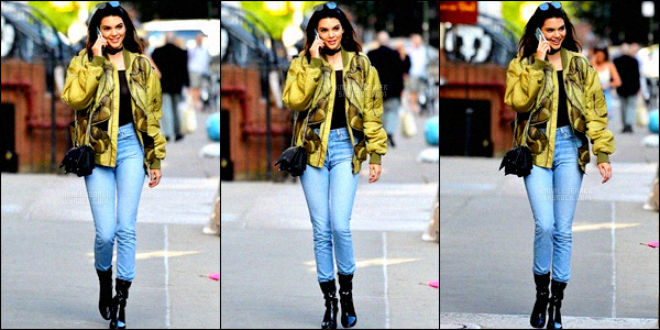 ,  21 juin 2016 : Notre jolie Kendall a été vue seule dans New-York. On peut voir qu'elle était au téléphone, elle est totalement radieuse ! Alors la, gros coup de c½ur pour sa tenue ! J'aime tout, et tout s'assemble. J'aime en particulier son bomber vert anis,il est tellement beau, un jolie top !  ,