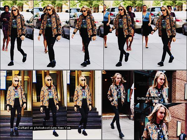28/07/16 - La très jolie Cara Delevingne a été aperçue dans les rues d'un quartier de Manhattan Tribeca.  Cara nous avait déjà sorti cette veste plutôt dans l'année, personnellement j'en suis toujours aussi fan. Toujours chaussée de Puma, top.