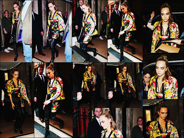04/08/16 - Cara Delevingne quittant son hôtel pour aller à une projection de Suicide Squad, à Londres.  Cara Delevingne nous a une fois de plus sortie une très belle tenue, qui me fait penser aux tenues chinoises. Et vous, qu'en pensez-vous ?