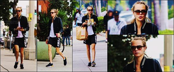 13/11/16 - Cara Delevingne et Amber Heard ont été faire le marché aux puces dans - Los Angeles, CA.  Deux jours après, le 15/11, Cara a été aperçue, seule, faisant du shopping nourriture dans Los Angeles. Que pensez-vous de la tenue ?