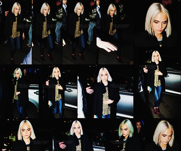 06/03/17 - Miss Cara Delevingne a été photographiée arpentant les rues de la capitale française, - Paris.  Grosse erreur de jugement de ma part sur cette nouvelle coupe, elle est en réalité assez réussie et lui va bien ! Alors, qu'en pensez-vous?