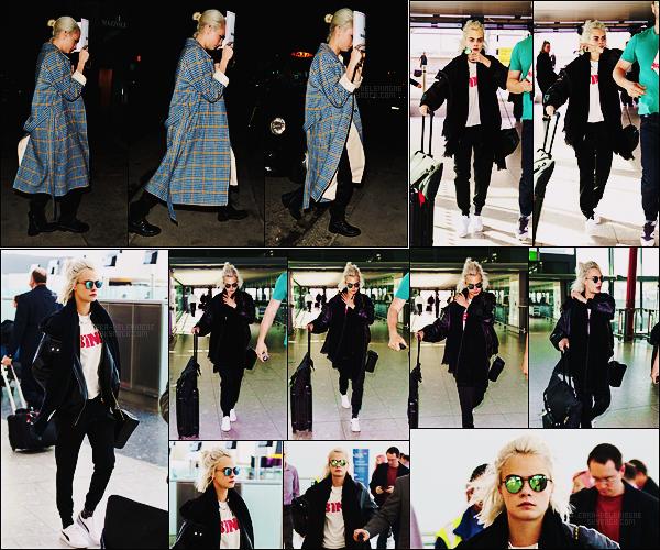 24/03/17 - Cara Delevingne a été aperçue se rendant au restaurant Mayfair's Isabel  dans Londres, UK.  Le 26/03, Cara était à l'aéroport Heathrow pour quitter le sol anglais. On peut pas dire que la tenue était géniale mais ça passe encore
