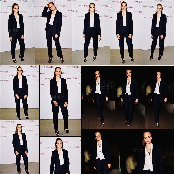 20/09/15 - Cara Delevingne était au dîné organisé par Louis Vuitton pendant la Fashion Week, Londres. Plus tard dans la soirée, elle a été photographiée arrivant au club Loulou, toujours dans Londres et toujours vêtue de la même tenue, top !