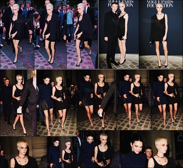 04/07/17 - Dans la soirée, Cara Delevingne avait été vue arrivant à la soirée organisée par Vogue  à Paris.  Plus tard, elle avait été vue quittant les lieux avec sa grande amie Kendall Jenner. Seulement 2 photos du tapis rouge sont disponibles.