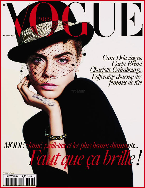 .  Cara Delevingne est en couverture de Vogue Paris pour son issue d'octobre 2017.  .