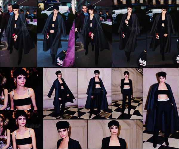 27/02/18 - Notre Cara Delevingne a été aperçue arrivant au défilé  Dior situé dans la capitale de Paris, FR. Côté tenue, elle en avait des couches ! Cependant très classe, j'adore l'ensemble signé bien sur Dior. C'est un  beau top, et pour vous ?