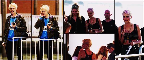18/04/18 - L'actrice Cara Delevingne a été photographiée arrivant à - Venise, avec certaines de ses amies. Plus tard, Cara a était à une fête par Puma. Eh beh, on peut dire que les photos courent pas les rues! Les cheveux ont beaucoup grandi