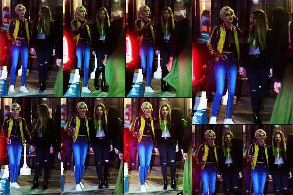 17/05/18 - Au soir, Cara Delevingne, Ashley Benson et des amis quittaient  Lucky Strike dans - New York. Je rappelle une fois de plus, Cara et Ashley sont des amies. Elle avait l'air de bien s'amuser, j'adore sa tenue surtout le bomber,  top !