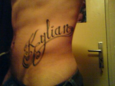 tatouage - ecrivez moi c'est plus simple! lol