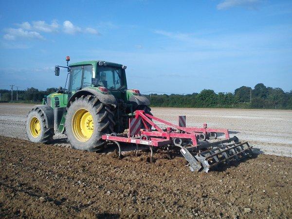 John Deere 6830 + cultivateur