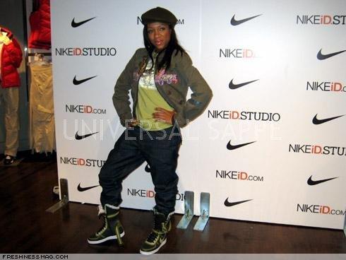 Nikecassie Nike d Des Nike Sappe Avec Costume Très Soin Universal BxBrapq