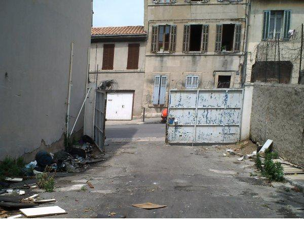 Quartier Saint-Mauront cet ensemble s'étend de la Rue Auphan jusqu'à la Rue de l'Amidonnerie ce n'est pas une vie !!! (13003)