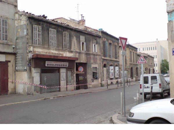 Quartier Saint-Mauront ruelles de se style c'est une habitude !! (13003)
