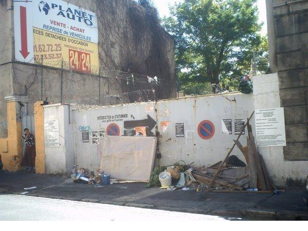 Quartier Saint-Mauront dépot d'ordure en pleine rue et l'hygiène ne fait rien !!!! (13003)