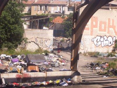 En 2011 St Mauront reste et fait encore partie des quartiers les plus pauvre de france quel honte et dire qu'après certaine personne ose venter ce pays .. Hlm (cité Felix piat),Taudis, Bidonville, c'est le quartier St Mauront ! (13003)