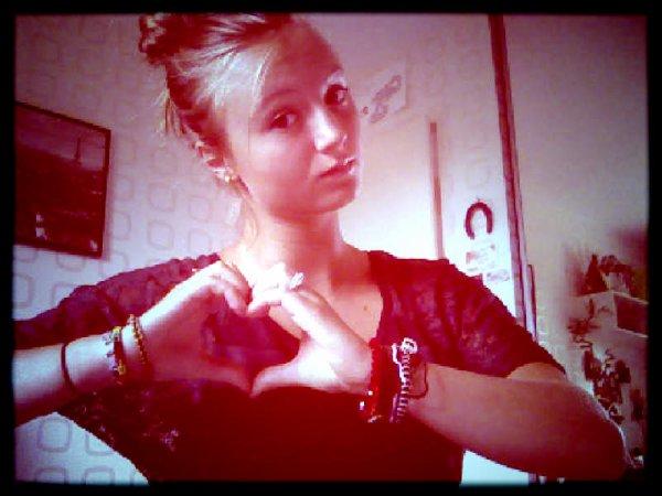 Mon coeur est complétement détruit, je suis obligée de m'en reconstruire un pour essayer de ressembler aux autres ... ♥
