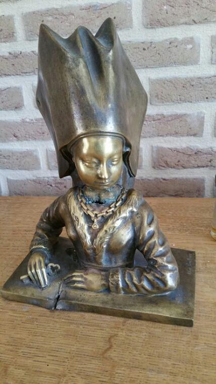 J ai réussi à identifier cette statue de bronze