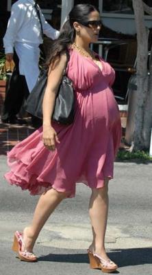 Salma Hayek enceinte de 9 mois!