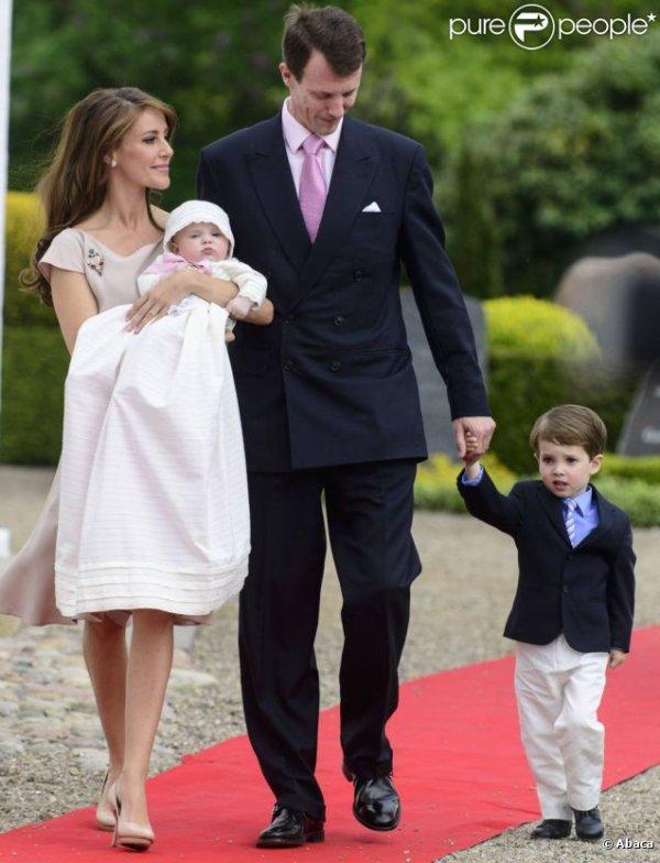 bapt me de la princesse athena du danemark les c l brit s enceintes et leurs enfants. Black Bedroom Furniture Sets. Home Design Ideas