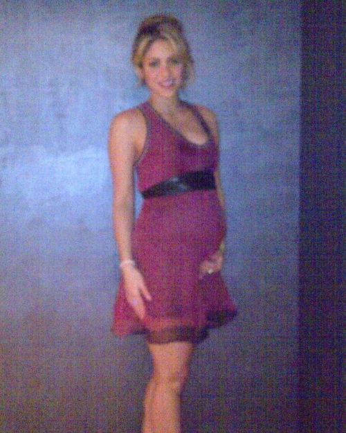 Shakira et son ventre de presque 6 mois!