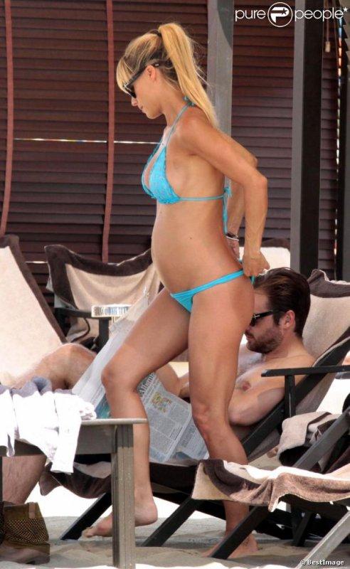 Michelle Hunziker enceinte de 5 mois!