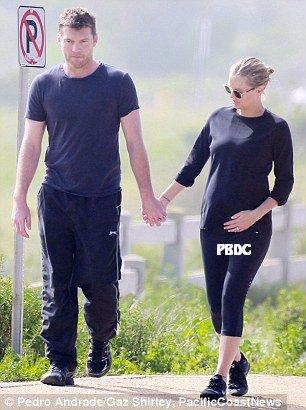 Lara Bingle enceinte de plusieurs mois!