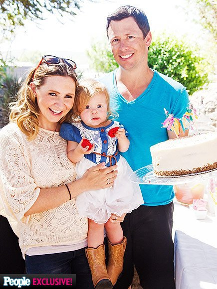 Beverley Mitchell fête les 2 ans de sa fille!