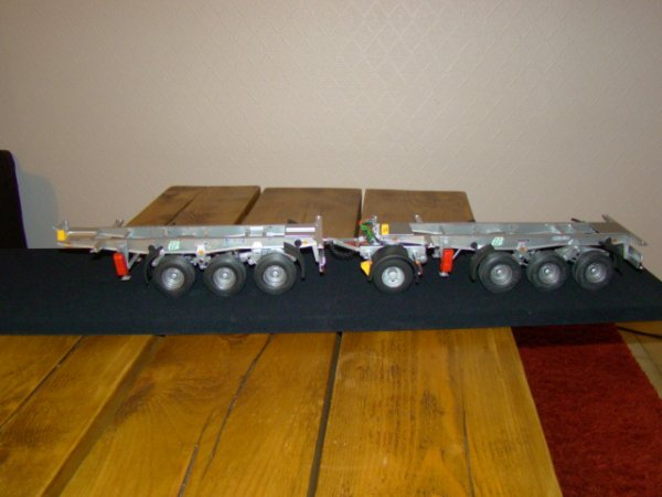 Ah.... deux chassis et un dolly..