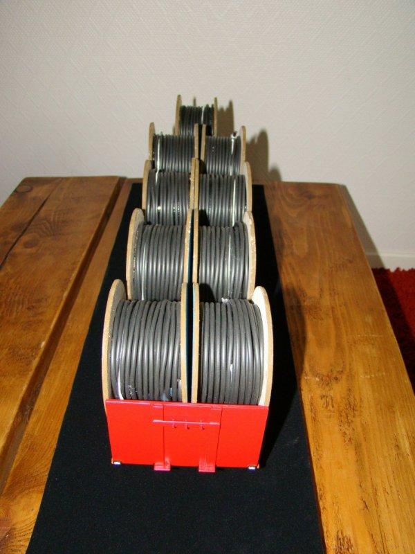 Un joili chargement de tourets de cable PIRELLI