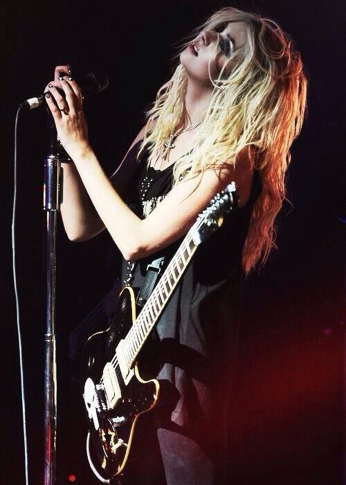 Love in rock, love in Taylor Momsen, and what ?
