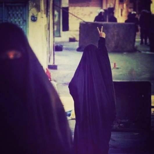 -* Et sache qu'Allah voit tout, le bien comme le mal, le hlel comme le hram.