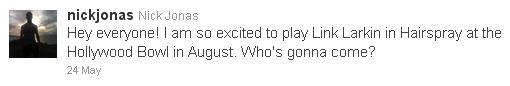 28.05.11 C'est aujourd'hui confirmé, Nick fera bien partie du casting dans une nouvelle promotion de « Hairspray » qui sera présenté en août au Hollywood Bowl! Durant 3 jours (du 5 au 7 août), Nick tiendra le rôle de Link Larkin. + Nick est allé ( encore une fois ! ) encourager Chelsea Kane to Dancing With The Stars .