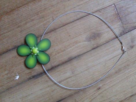 collier fleur en pate fimo babylon sous le soleil de ton. Black Bedroom Furniture Sets. Home Design Ideas