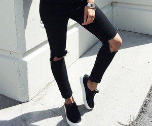 La mode est femme, donc capricieuse.
