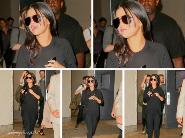 Selena a été aperçu laissant les studios MTV +  à l'aéroport de JFK se dirigeant vers Los Angeles, j'adore son sac mais à part ça je n'aime pas trop donc c'est un bof et vous ?