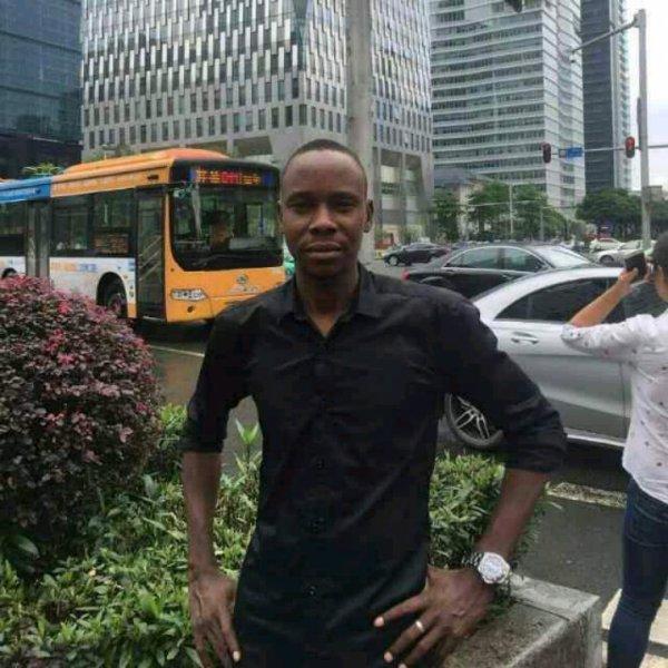 Awaissou  fête ses 35 ans demain, pense à lui offrir un cadeau.Aujourd'hui à 00:00