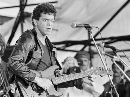 « Vous ne pouvez pas faire mieux que deux guitares, une basse et une batterie.»  Lou Reed.