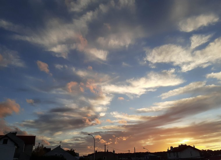 Soleil couchant en région Parisienne ...