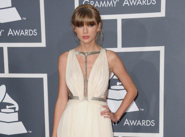 Grammy Awards 2013 : Taylor Swift : une arrivée délicieuse avant une performance réussie et piquante pour Harry styles !