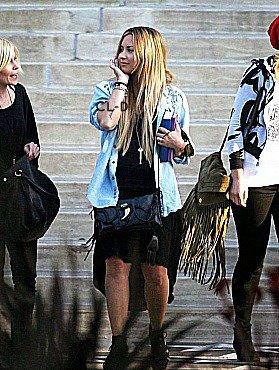 Le 27/05/2012 : Demi Lovato a été aperçue, quittant la villa d'une amie  dans Beverly Hills. T'en penses quoi de son look ?
