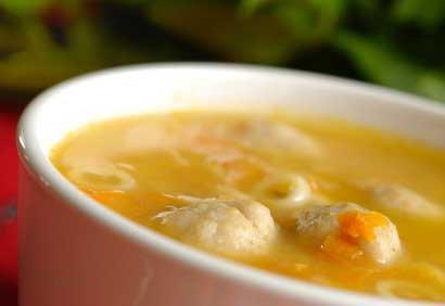 - Soupe de poulet délicieuse et sans matière grasse .