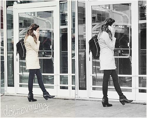 Nina à été aperçue allant prendre un café, le11 Juin, et se baladant ensuite dans les rues deNew York.