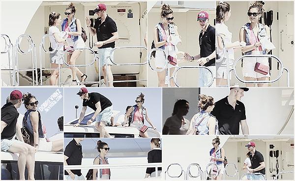 De nouvelle photo de Nina sur un yach sur l'île de Formentera (Espagne) le 18 Août.