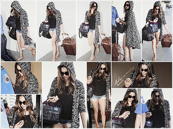 Nina à l'aéroport deLAXàLos Angeles, peut-être pour aller aAtlantapour retourner sur le tournage deTVD.