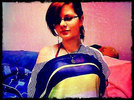 MOi avec mon nouveau chandail :)